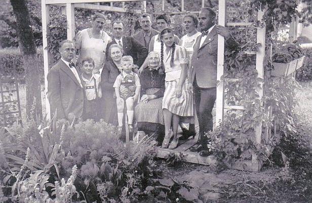Familiäres Gruppenfoto mit den Schwestern von Käthe METZ