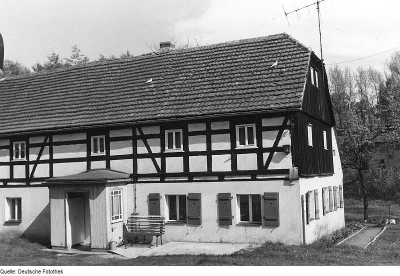 Die ehemalige Niedermühle von Bernsdorf-Zeißholz als heutiges Wohnhaus in Seitenansicht