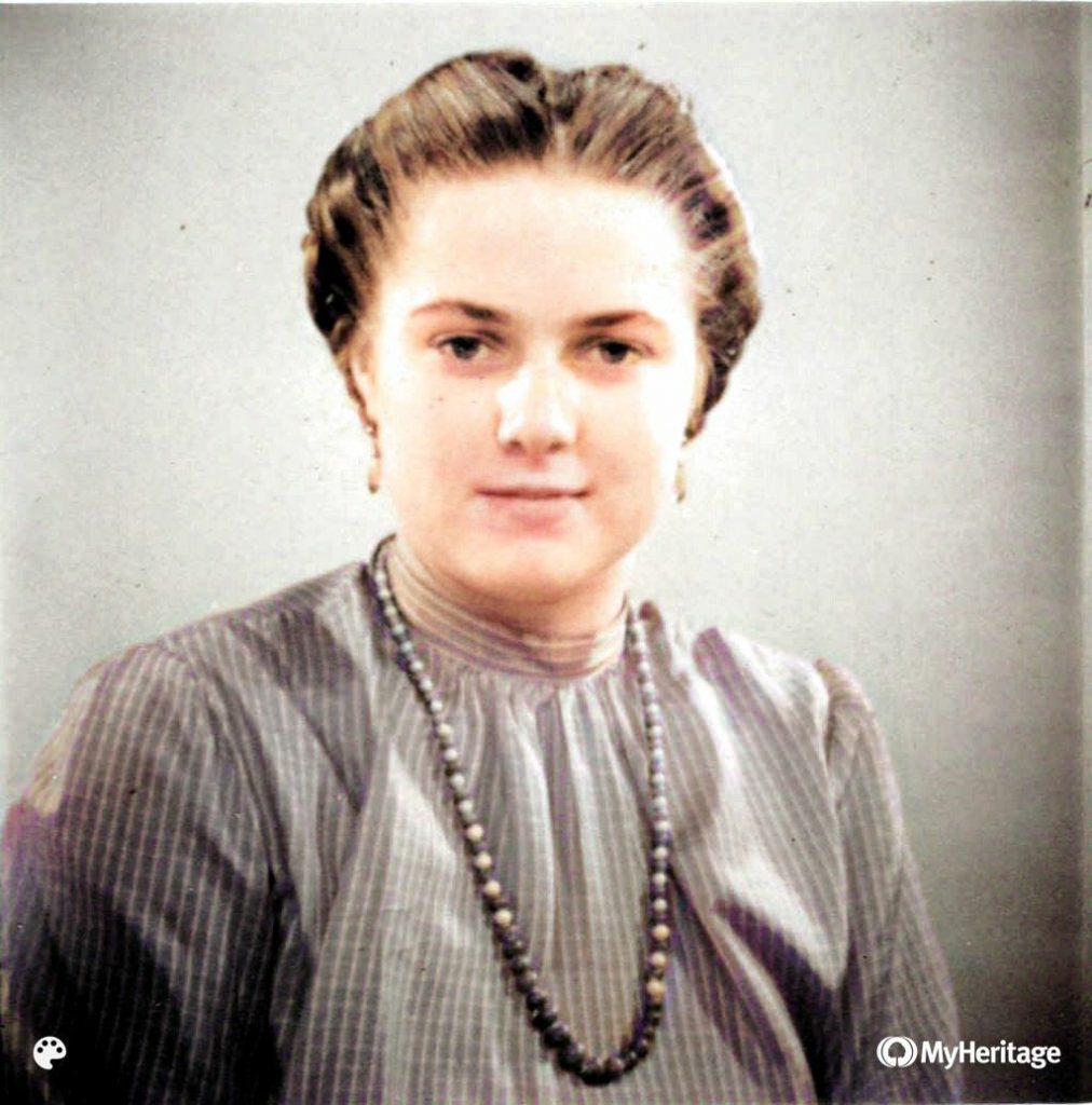 """Großmutter Käthe Wilhelmine """"Wilmi"""" JOHNE verw. LÖSER geb. HENSEL in jungen Jahren, vermutlich zw. 1945-1955; mit MyHeritage InColor koloriert"""